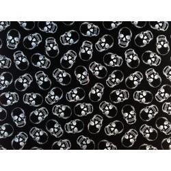 Tela negra con calaveras plateadas. Timeless Treasures Fabrics of SoHo.