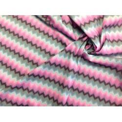 """Tela Patchwork motivos geométricos tonos rosa y ceniza. Colección """"Fox Field-Hoppy"""" by Tula Pink"""